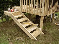 Treehouse Plan : Fit the Tree House Stairs in Place