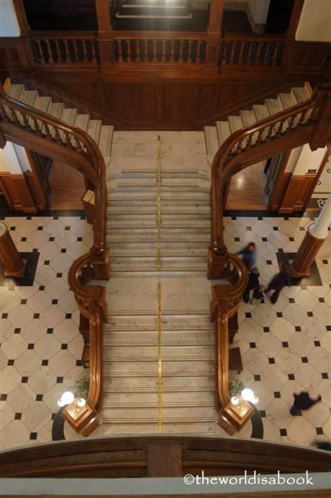 Mesmerizing Luxury Stairs in Thousand Islands