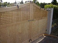 Driveway Gates Plans : Lifting the Gates into Position