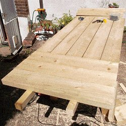 Extendable Picnic Table : Continue with the Extension