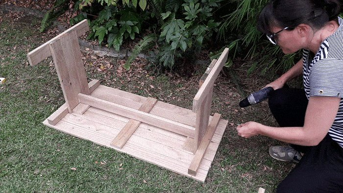 Kids Table and Bench : Add the Braces - Picture