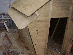 Plywood Playhouse Plan : Inside Fatsening and Strenghtening